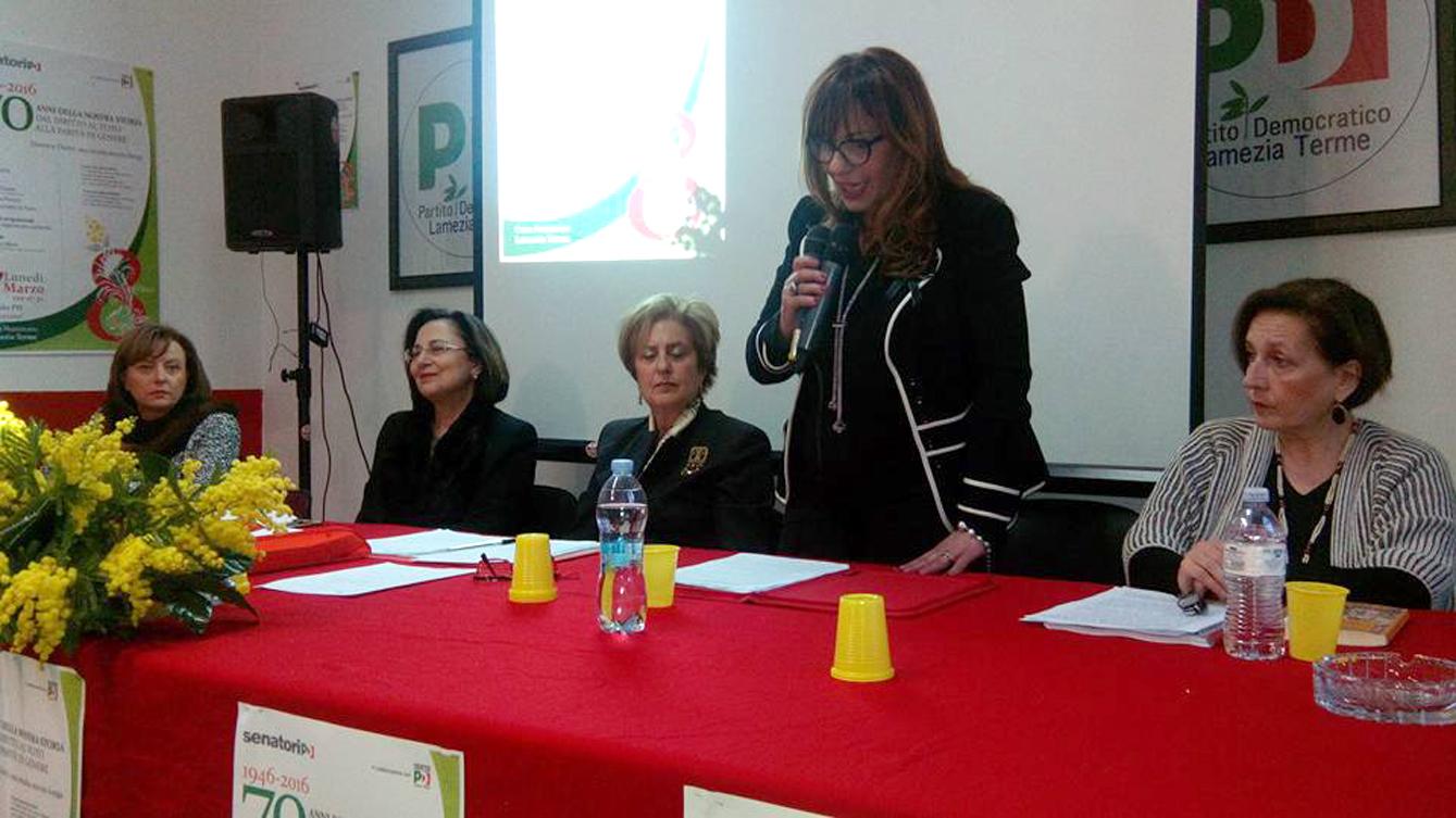 Da sinistra nella foto, Maria Antonietta De Fazio, Doris Lo Moro, Tina Mazza, Mariolina Tropea e Annamaria Persico