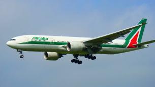 1280px-alitalia_boeing_777-243er_landing_at_tokyo_narita_airport