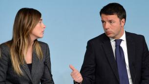 Il presidente del Consiglio Matteo Renzi con il ministro per le Riforme e Rapporti col Parlamento Maria Elena Boschi