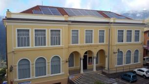 L'ex edificio scolastico Maggiore Raffaele Perri, sede del Parco «Felice Mastroianni»