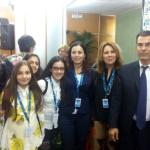 Nella foto, da sinistra: Francesco Nicolò (Banca d'Italia), le alunne che hanno presentato il bozzetto, Irene Lancellotti, Rita Elia e Giovanni Floris