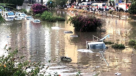 Bomba d'acqua a Palermo, 2 vittime in auto sommersa