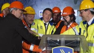 Il premier Matteo Renzi alla cerimonia di abbattimento dell'ultimo diaframma della galleria Mormanno Nord sulla Sa-Rc