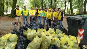 alcuni-partecipanti-di-puliamo-il-mondo-a-zomaro