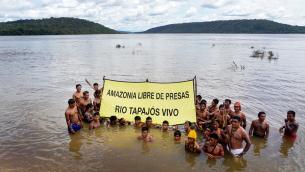 Greenpeace Joins the Munduruku to Protest Damming of Tapajós RiverMunduruku protestam contra hidrelétricas no Rio Tapajós