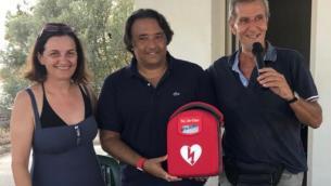 donazione-defibrillatore-al-villaggio-costa-dei-saraceni-di-bova-marina