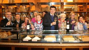 Nella foto di Marco Isola:  l'assessore  Raffini, il professore Montanari,  il sindaco Manca, l'assessora Marchetti e il Coro delle Mondine di Bentivoglio