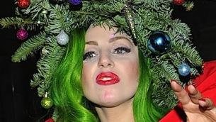 Lady Gaga in abito albero di Natale