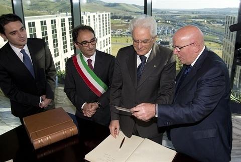 801646d44ff9e Mattarella ha inaugurato ieri a Catanzaro la nuova sede della Regione  Calabria