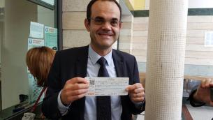 L'Assessore Musmanno ha acquistato il primo biglietto integrato treno-autobus partendo dalla Stazione di Catanzaro ed arrivando all'aeroporto di Lamezia