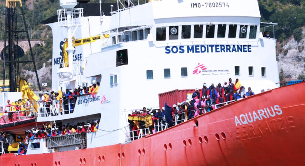 Immigrazione, Salvini chiude i porti | #Apriteiporti, appello ai sindaci