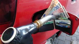 No-all-ennesimo-aumento-delle-accise-sui-carburanti-589206174ad763