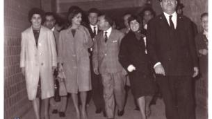 Dalida in Calabria nel 1962, fotografata da Ezio Arcuri, all'arrivo nella stazione di Sant'Eufemia Lamezia (Archivio reportage)