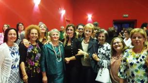 La dirigente Rosanna Bilotti (al centro in verde)