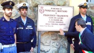 La targa dedicata a Cristiano e Tramonte a Lamezia Terme in contrada Meraglia, sul luogo dove furono barbaramente uccisi