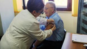 Il dottore Giuseppe Perri anche lo scorso anno si è vaccinato contro l'influenza