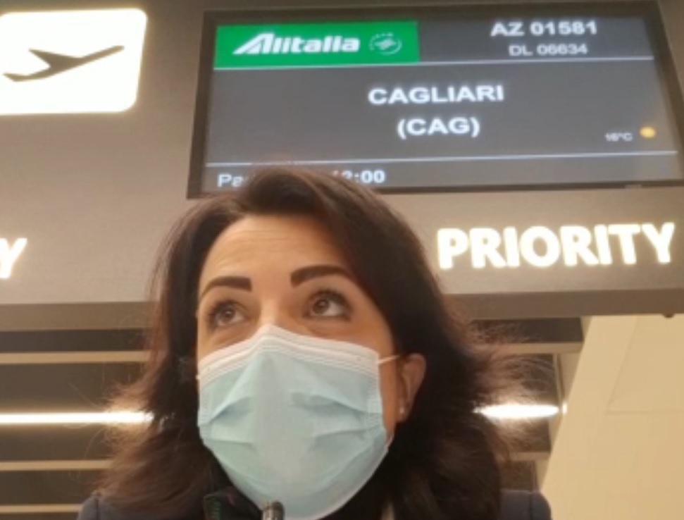 """Alitalia ultimo volo, la hostess: """"Siamo in lutto"""""""