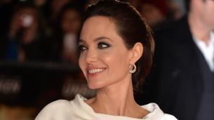 Angelina Jolie vende all'asta quadro di Churchill: incasso record
