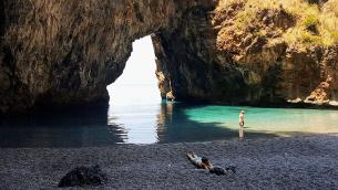 La spiaggetta di Arcomagno a San Nicola Arcella (Cosenza) fotografata da Mario Greco