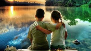 bambini-abbracciati