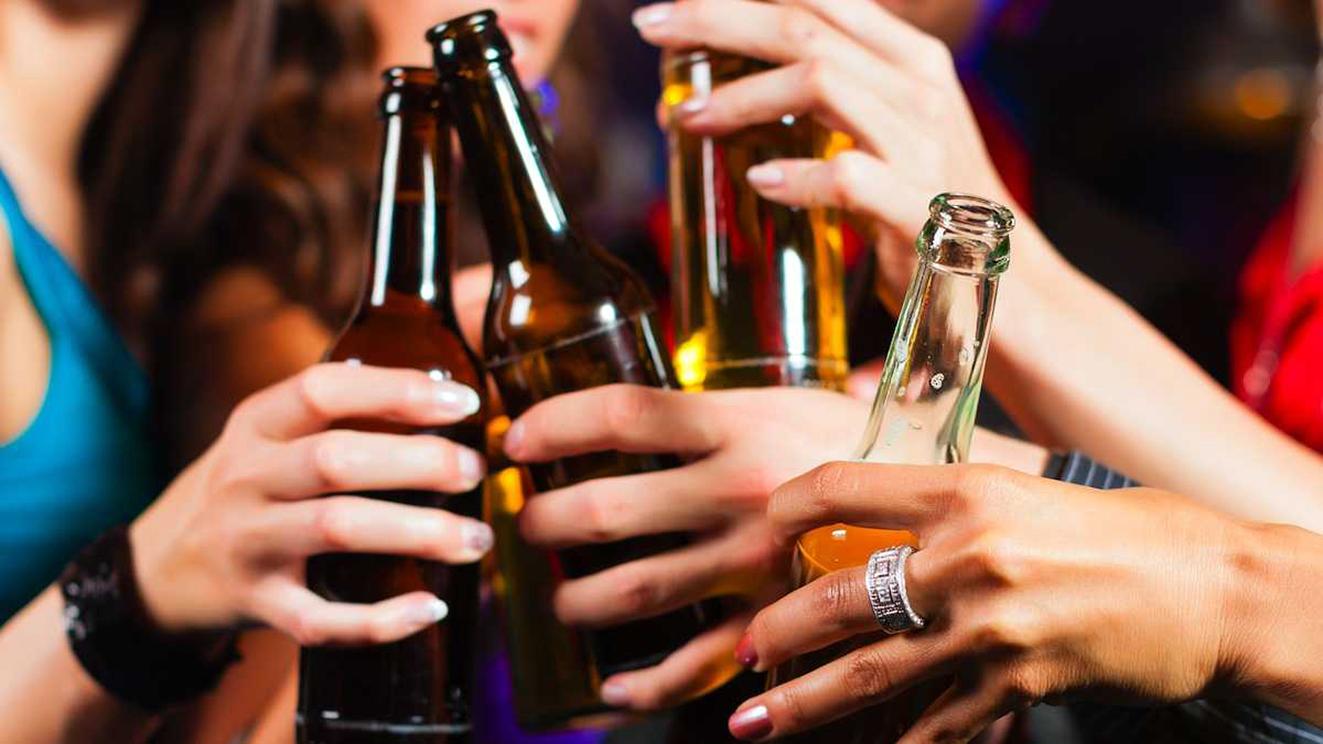 Alcol: Istat, giovani a rischio 'binge drinking'