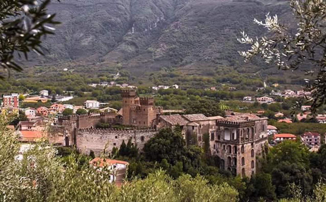 Lauro e il suo castello (foto di Paky Cassano)