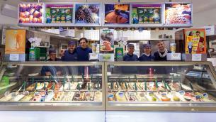 Lo staff della gelateria Cesare a Reggio Calabria