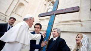 La Croce di Lampedusa benedetta da Papa Francesco il 2 aprile 2014