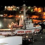Open Arms arrives in Lampedusa