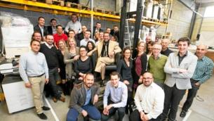 Eric Belile al centro della foto tra i suoi dipendenti