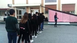 L'istruttore Luigino Falvo, dell'associazione Run for Nicholas Green, illustra le tecniche della disciplina sportiva