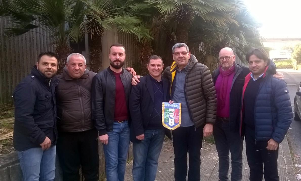 Foto di gruppo con Ferrini (il terzo, da destra)