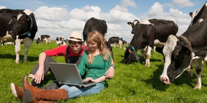 giovani-agricoltori-allevatori-computer-internet-by-ivonne-wierink-fotolia-750x500-660x330