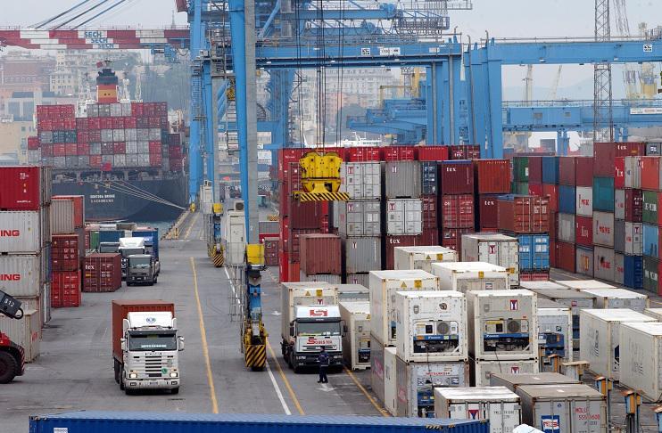 """Green pass obbligatorio, portuali e camionisti: """"Così Italia si blocca"""""""
