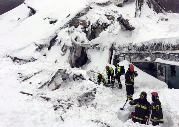 Un vigile del fuoco della Bonifazi tra i soccorritori al Rigopiano