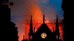 incendio-alla-cattedrale-notre-dame-di-parigi-733516