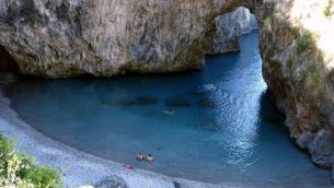 La spiaggetta dell'Arcomagno a San Nicola Arcella