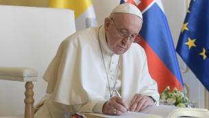 """Papa: """"Alcuni mi volevano morto, preparavano già il Conclave"""""""