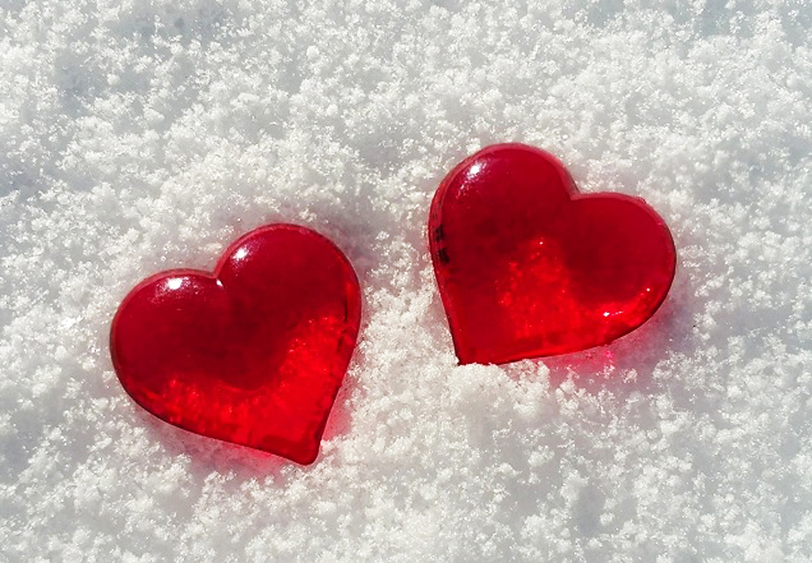red-hearts-on-snow-background-2976x2976_97106