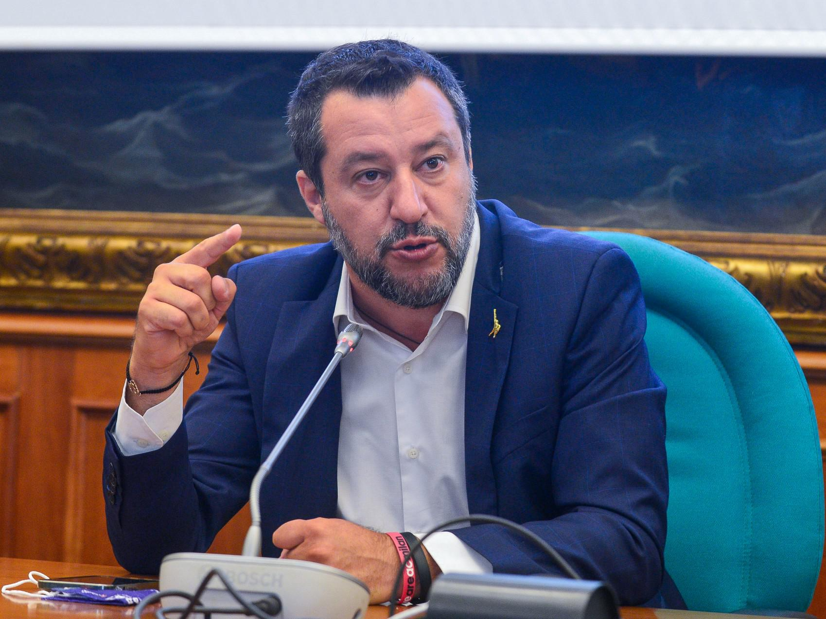 """Reddito cittadinanza, Salvini: """"A Draghi chiesto di tagliarlo abbondantemente"""""""