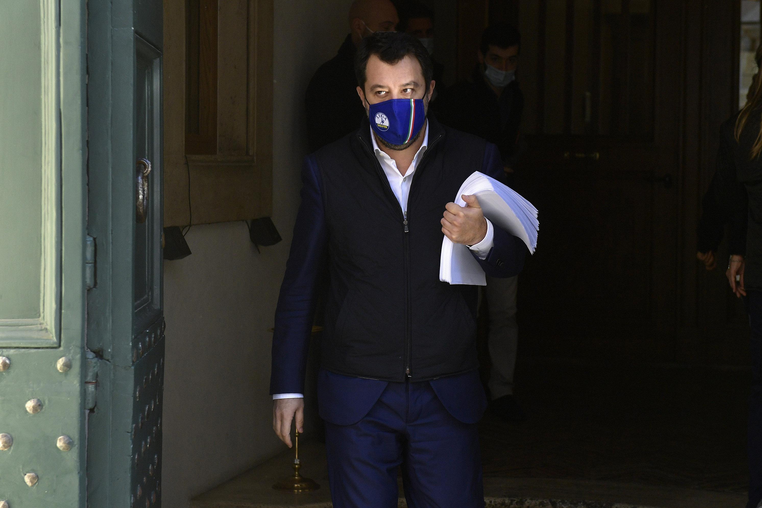 "Salvini incontra Draghi: ""Spero riaperture da metà aprile"""