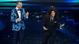 Sanremo, Fiorello tra ironia sul politically correct e sesso degli animali