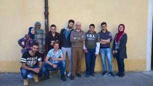 Nella foto: l'Ing. Gioacchino Stefano Macrina e alcuni alunni dell'Istituto Tecnico Informatico di Soveria Mannelli facenti parte del progetto «T-Health – T-shirt intelligente per il monitoraggio continuo di parametri vitali»
