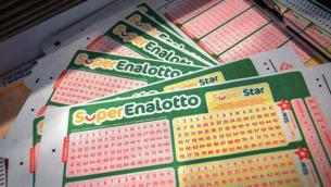 Superenalotto, numeri estrazione vincente oggi 19 ottobre 2021