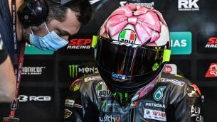 Valentino Rossi, fiocco rosa sul casco per la figlia in arrivo