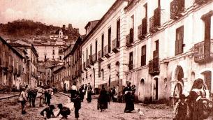 Via Garibaldi a Nicastro in una foto dei primi anni del Novecento